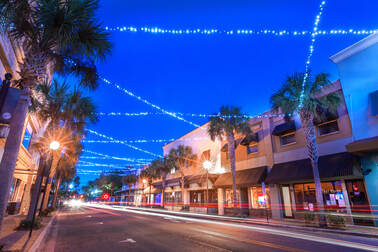 Picture of downtown Winter Haven at night